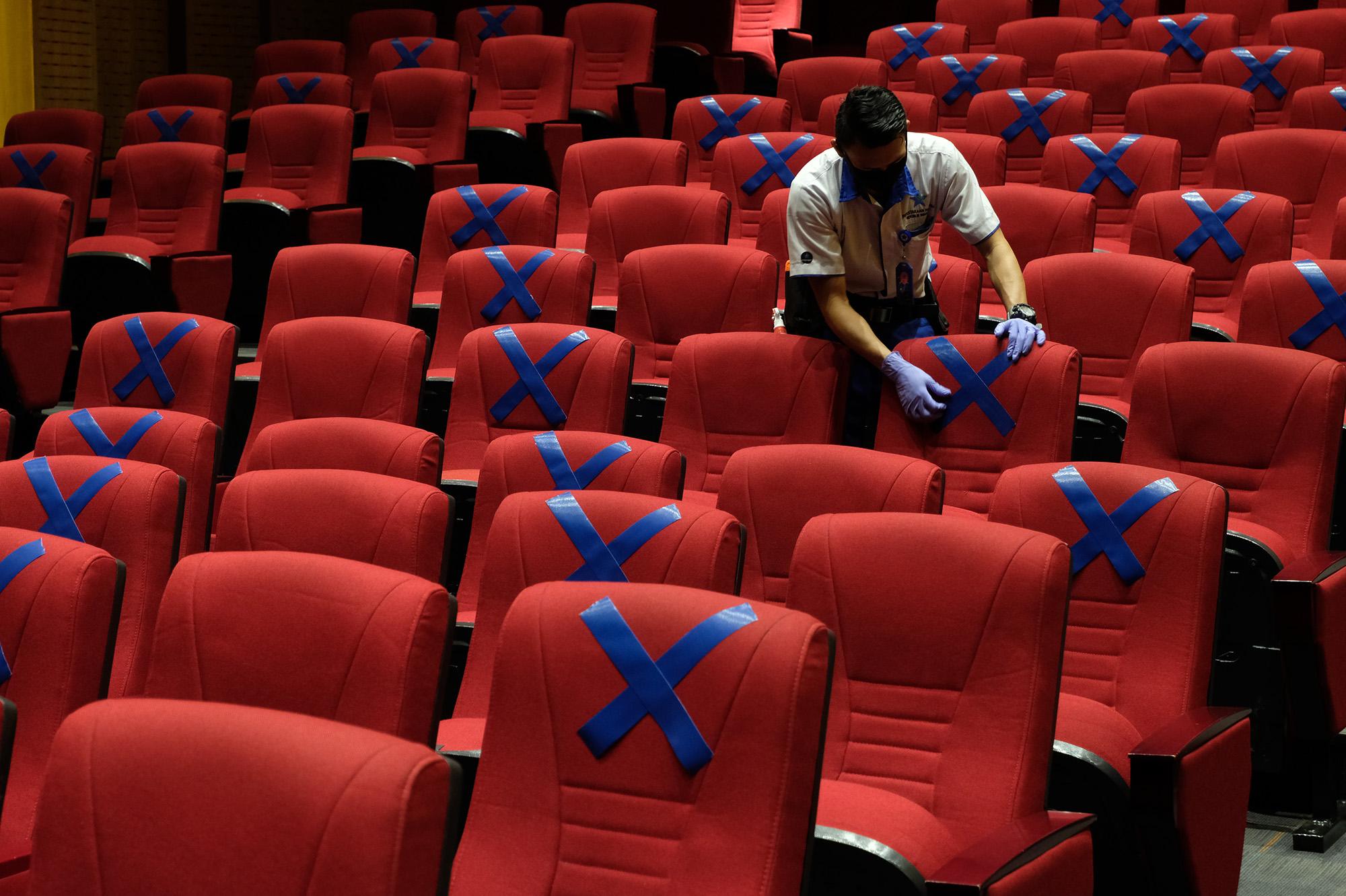 Ridwan Kamil belum izinkan bioskop buka di Jawa Barat - TrenAsia